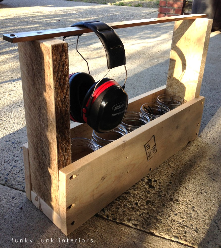 Make this pallet wood tool tote... in minutes! - Funky Junk ...