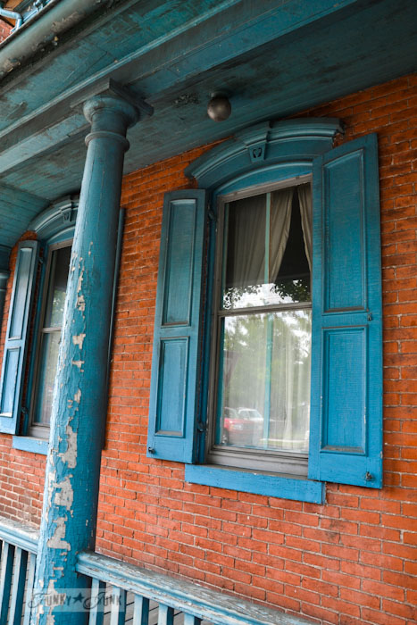 Touring historic Pennsylvania - beautiful old brick and blue house