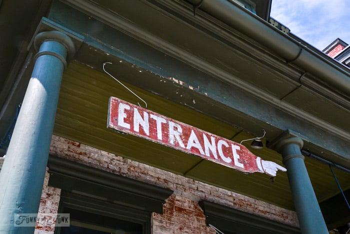 Touring historic Pennsylvania - entrance sign