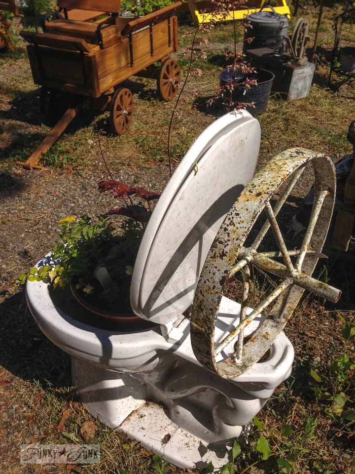 Junkin' at Rusty's - toilet planter