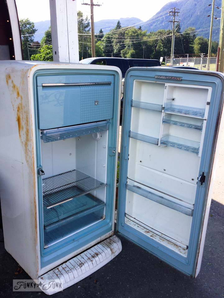 Junkin' at Rusty's - vintage fridge
