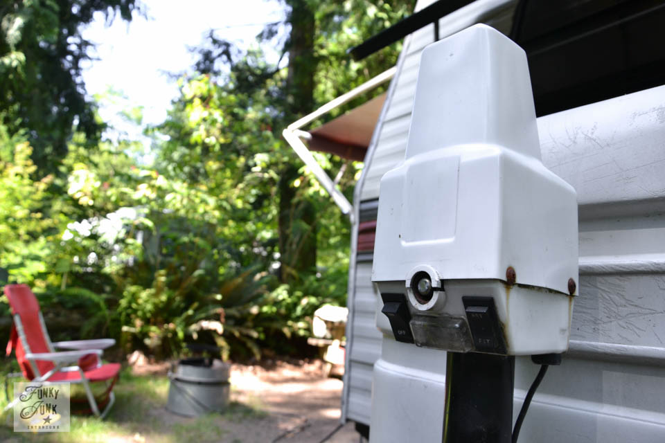 Tips for camping in a travel trailer - why you need an automatic trailer jack / funkyjunkinteriors.net
