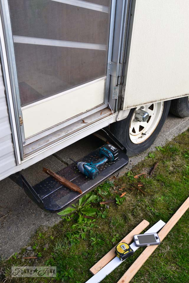 The $1.67 travel trailer door repair... and a lesson.Funky Junk ...