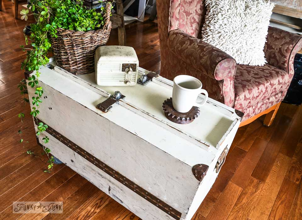 A funky tool box side table with hidden junk storage / via https://www.funkyjunkinteriors.net/