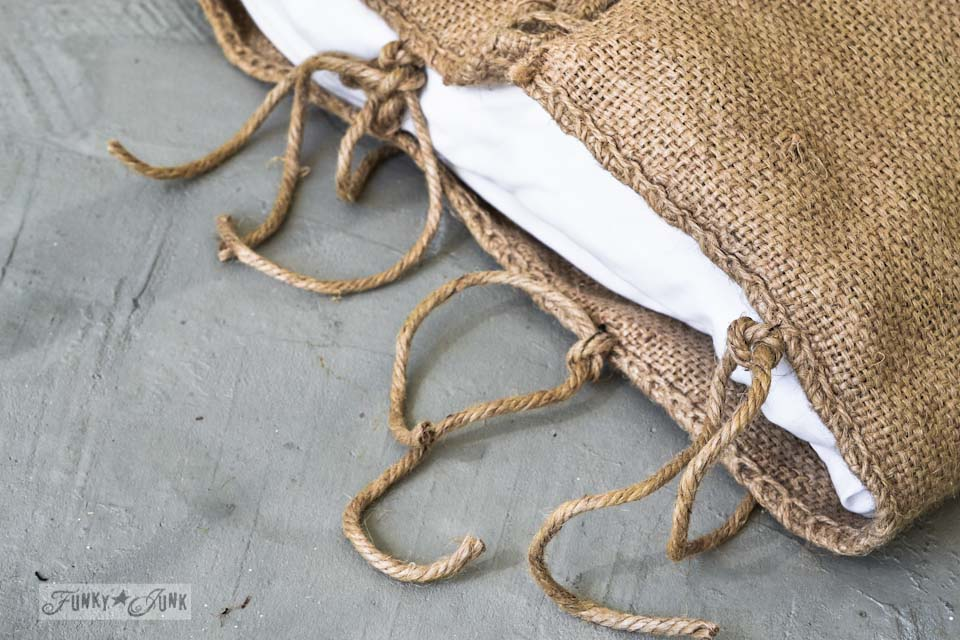 How to make twine ties to a burlap pillow case