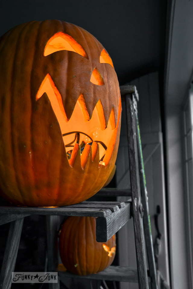 Happy cheater Halloween decorating! No carving required. via https://www.funkyjunkinteriors.net/