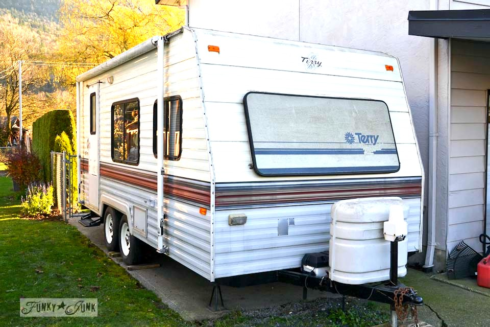 How to winterize an rv by blowing out the lines. No messy antifreeze in your drinking water! via http://www.funkyjunkinteriors.net/