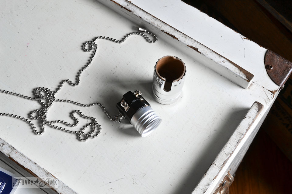 How to install a pull chain lamp socket / How to wire a junk lamp via https://www.funkyjunkinteriors.net