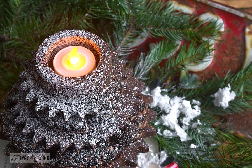 Faux snow covered rusty gear Christmas tree / Rusty gear Christmas tree tea lights