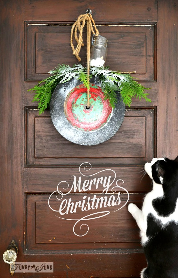 Merry Christmas wheel wreath via https://www.funkyjunkinteriors.net/