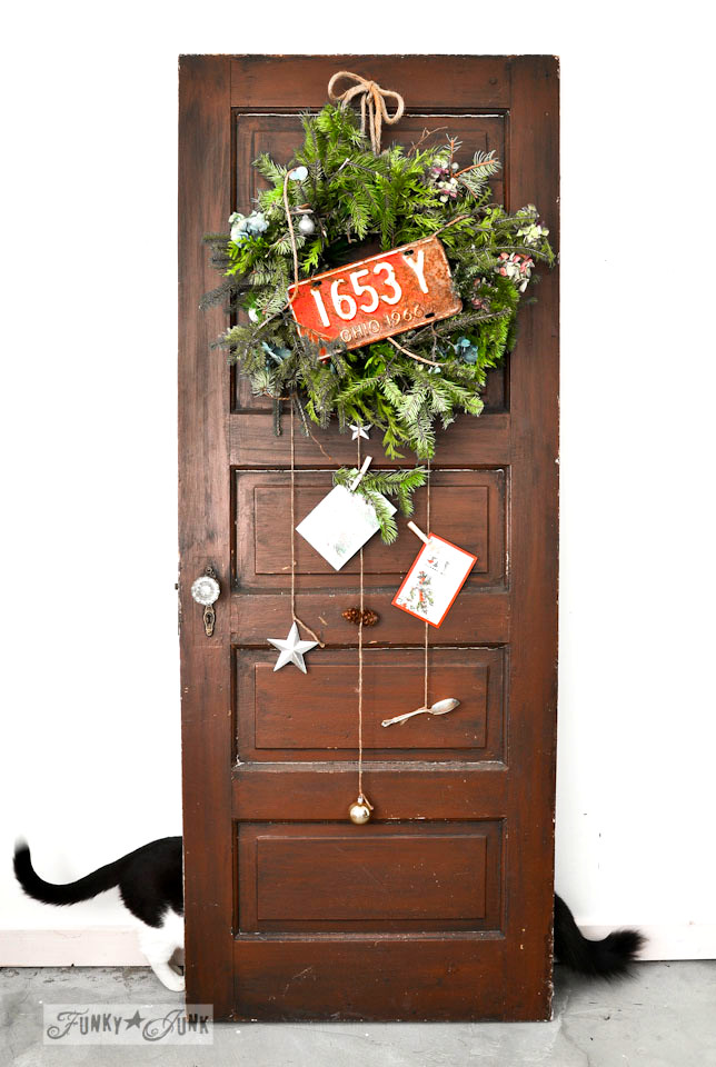 Cats behind an old door photobombing / When cats photobomb via FunkyJunkInteriors.net