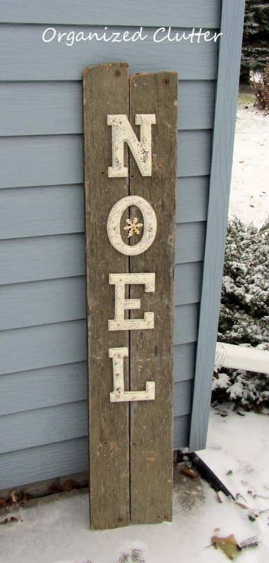 Rustic NOEL sign via Organized Clutter