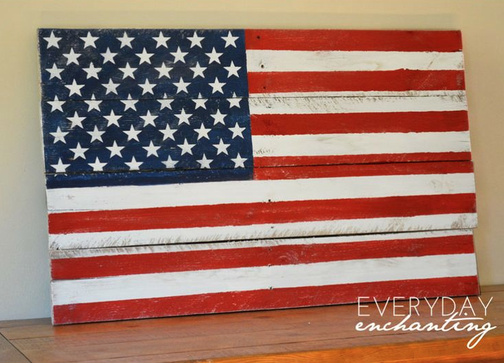 Pallet wood American flag, by Everyday Enchanting, featured on FunkyJunkInteriors.net