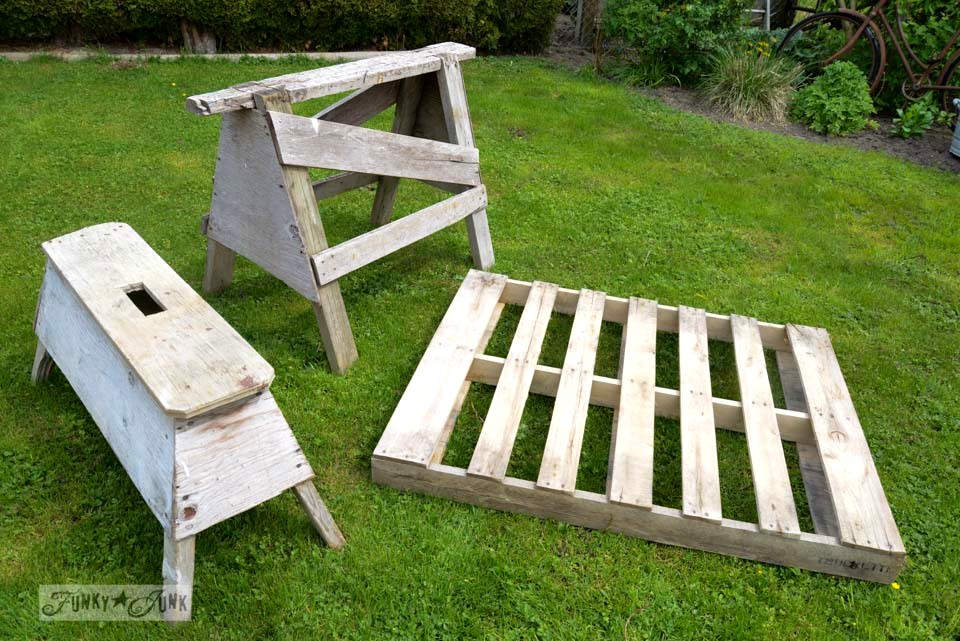 Bring on the 5 minute outdoor pallet sawhorse lounger! via Funky Junk Interiors