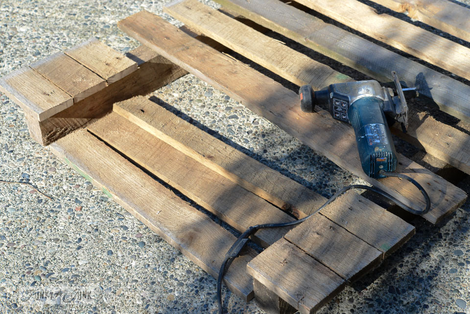 How I cut pallet wood / How to make a pallet wood drill handled toolbox planter via FunkyJunkInteriors.net