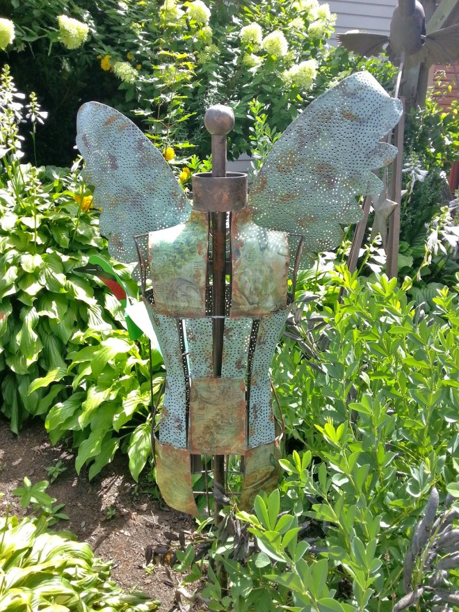 Rusty patina garden angel, photo taken by 22 Applegate Lane.