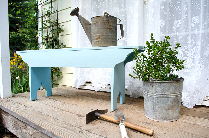 How to make a farmhouse bench by Flower Patch Farmhouse, featured on FunkyJunkInteriors.net