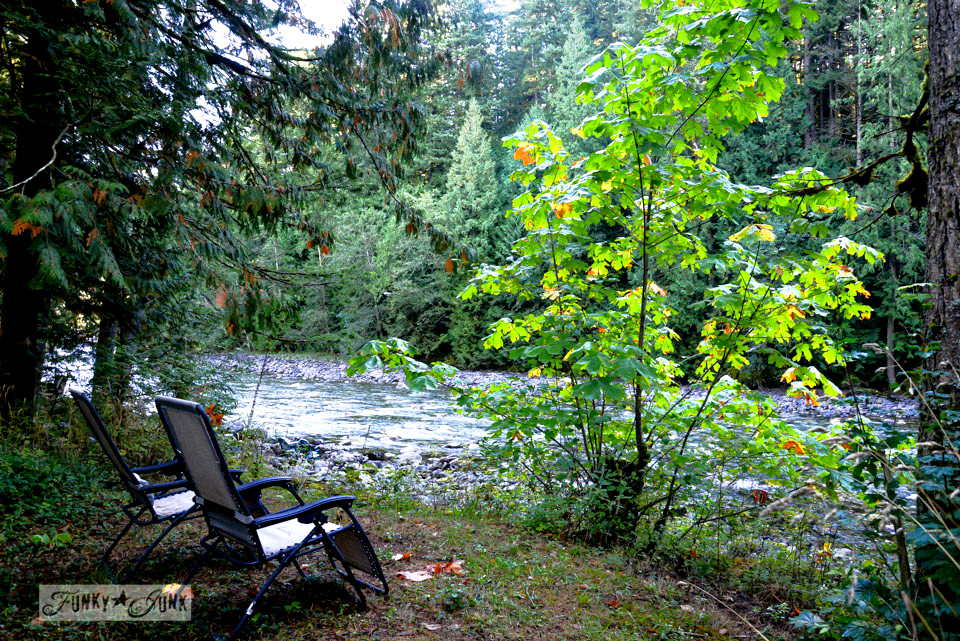 Riverside sitting area / A surprising goldmine at a cabin on the river / EcoRetreat.com, via FunkyJunkInteriors.net