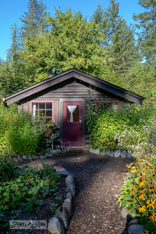 A surprising goldmine at a cabin on the river / EcoRetreat.com, via FunkyJunkInteriors.net