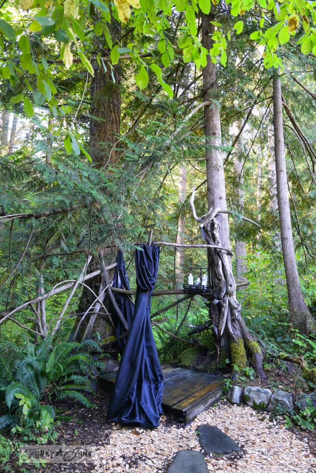 Outdoor shower / A surprising goldmine at a cabin on the river / EcoRetreat.com, via FunkyJunkInteriors.net