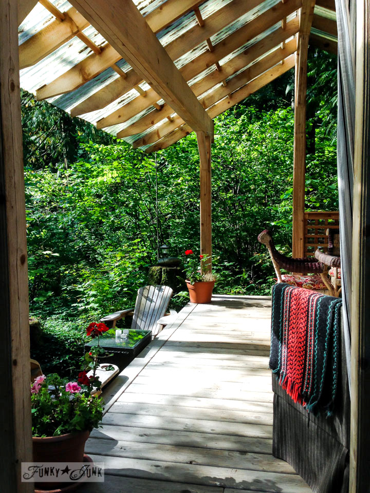 Outdoor livingroom / A surprising goldmine at a cabin on the river / EcoRetreat.com, via FunkyJunkInteriors.net