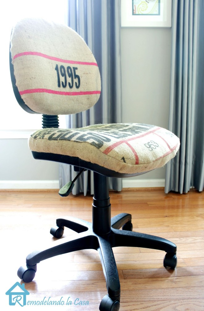 Bean sack office chair makeover by Remodelando La Casa