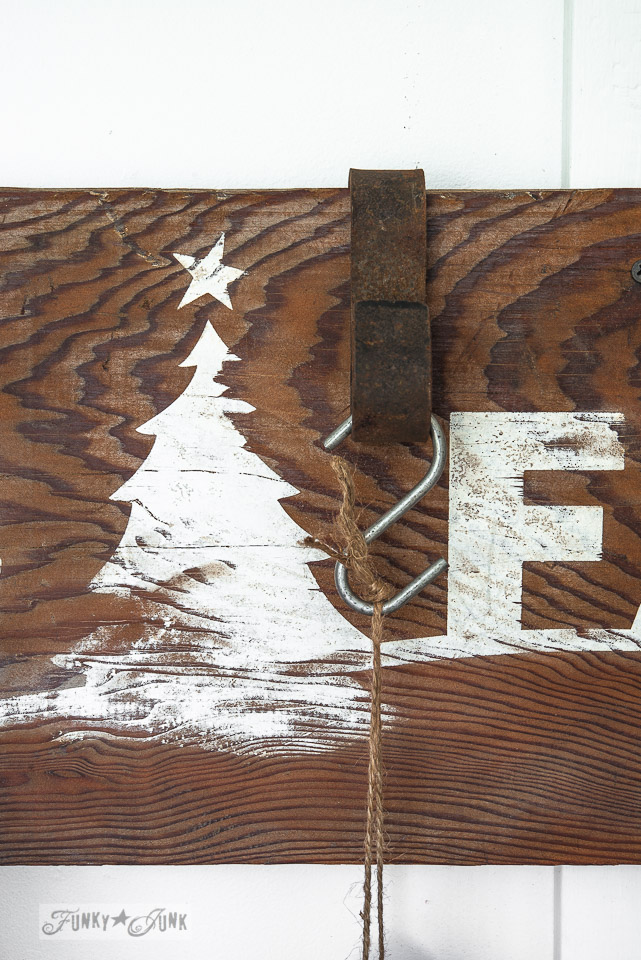 Christmas tree stencil  /  Make this rustic Christmas arrow sign with stencils / FunkyJunkInteriors.net
