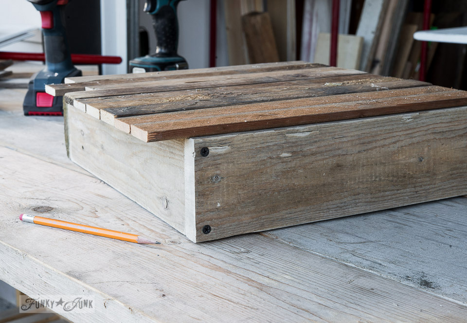 Marking where to cut wood / How to build a pallet wood crate / FunkJunkInteriors.net