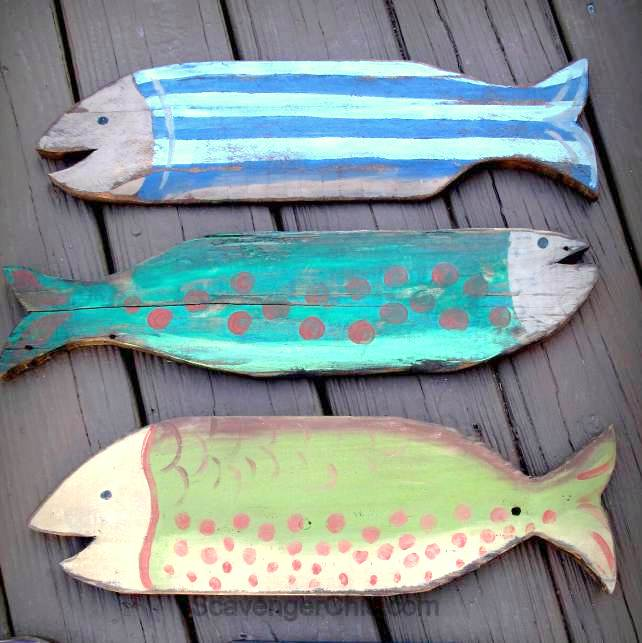 Pallet wood fish / Scavenger Chic, featured on FunkyJunkInteriors.net