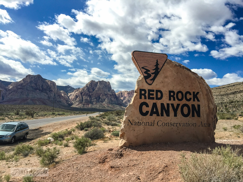 Hiking at gorgeous Red Rock Canyon, near Las Vegas, Nevada / funkyjunkinteriors.net