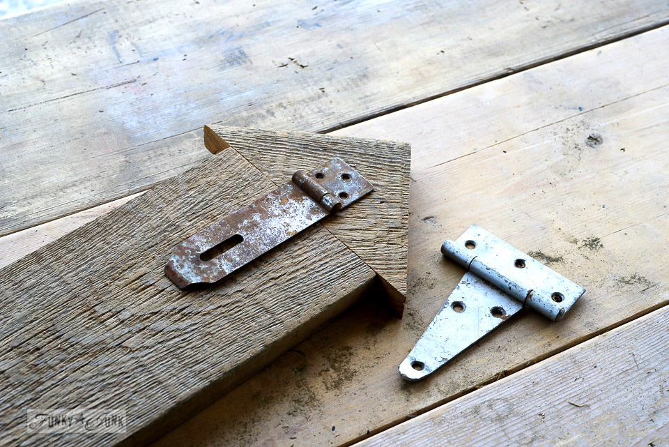 How to create an arrow tipped sign with reclaimed wood and rusty hinges.
