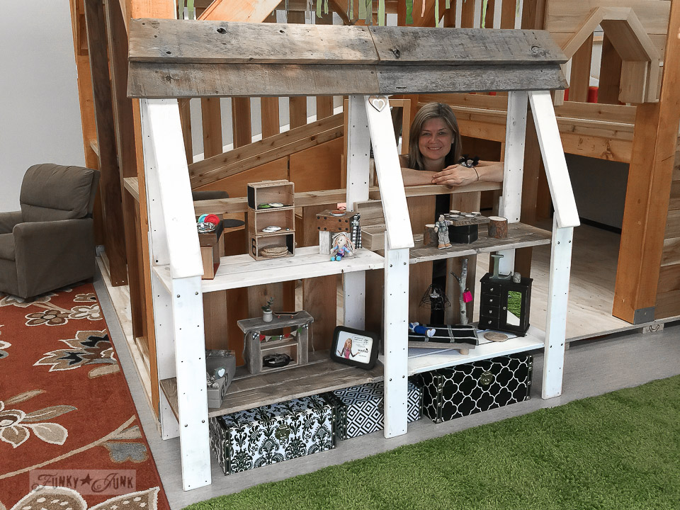 Bookcase dollhouse attached to a play centre / Where the upcycled dollhouse went / funkyjunkinteriors.net