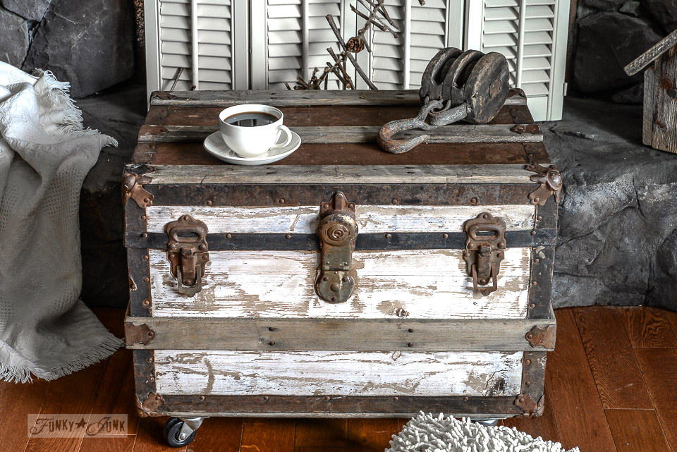 The perfect little trunk on wheels / black, white and rusty trunk sidetable / funkyjunkinteriors.net