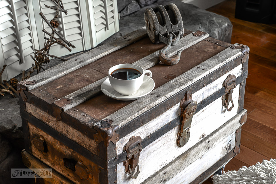 The perfect little black, white and rust trunk sidetable on wheels  / funkyjunkinteriors.net