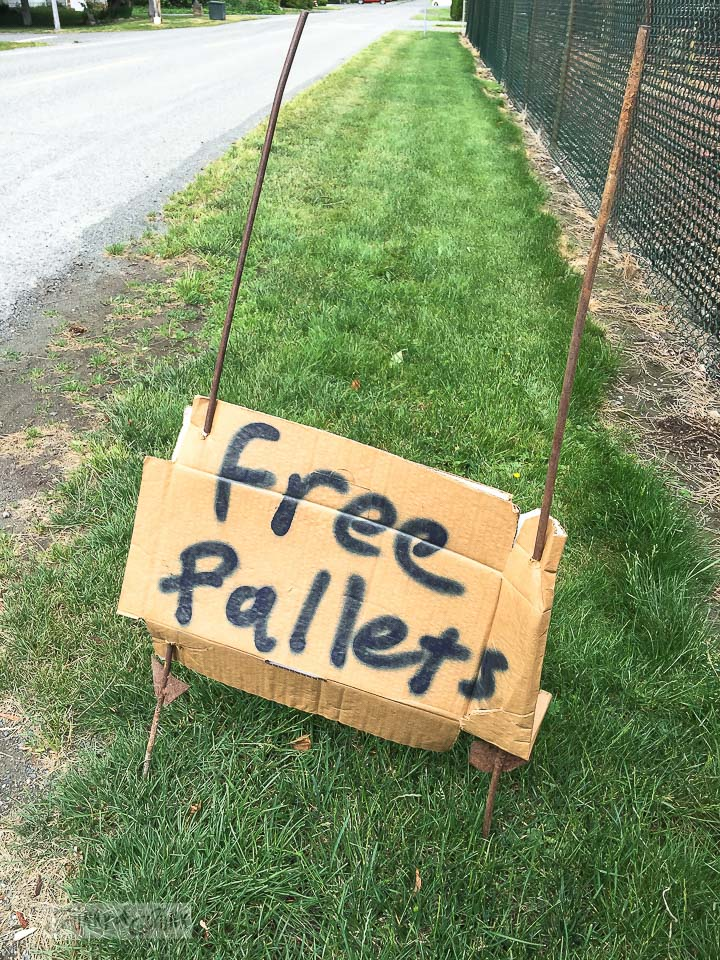 free pallets sign / why rotten pallet wood is a score / FunkyJunkInteriors.net