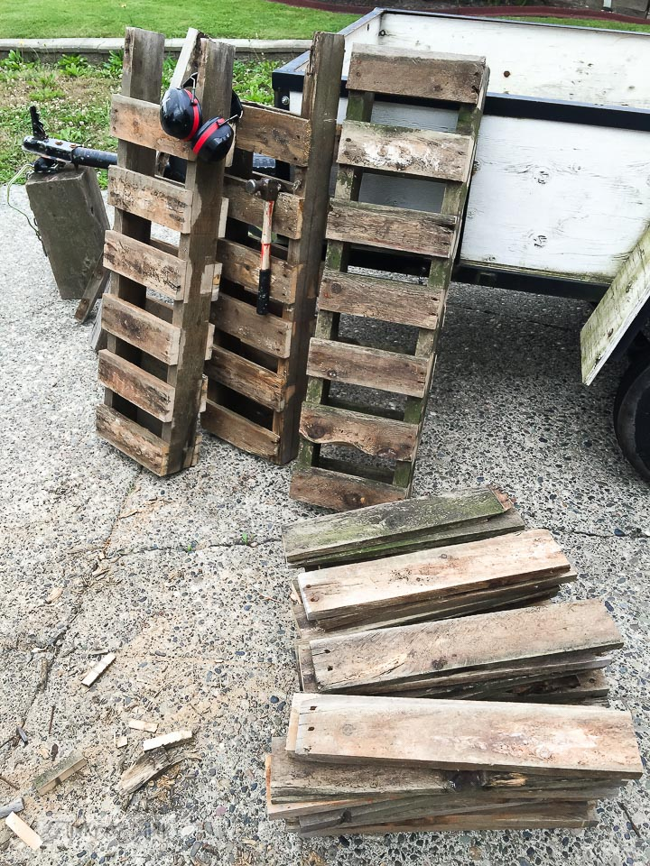 saving pallet centres / why rotten pallet wood is a score / FunkyJunkInteriors.net
