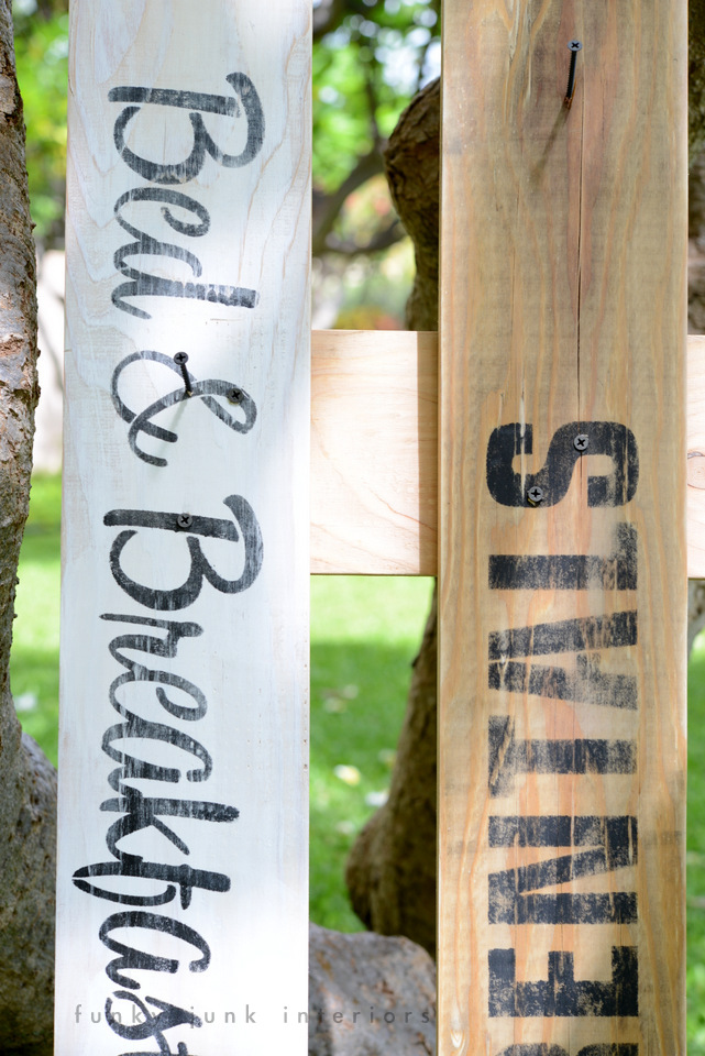How to distress lettering on beach sign themed towel hangers / funkyjunkinteriors.net