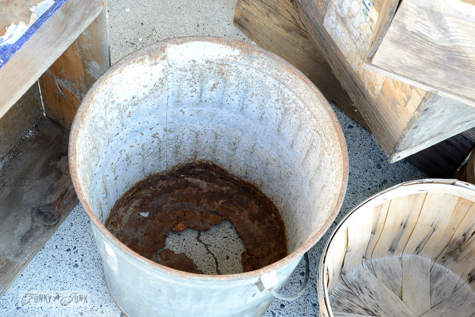 Galvanized bucket / funkyjunkinteriors.net