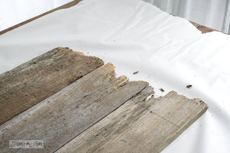 Rough edges of fence boards / Reclaimed wood cutting board Apple Farm tray / funkyjunkinteriors.net