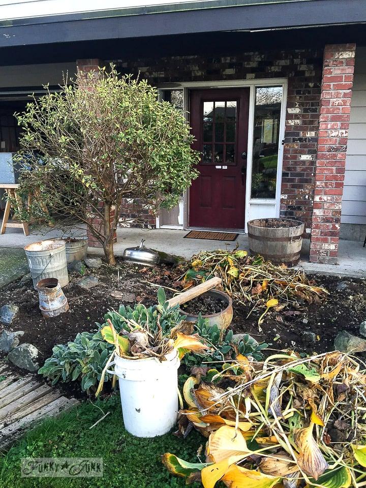 weeding the flowerbeds / funkyjunkinteriors.net
