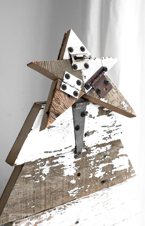 How to make a reclaimed wood star from woods craps and old hinges for a DIY Christmas tree / funkyjunkinteriors.net