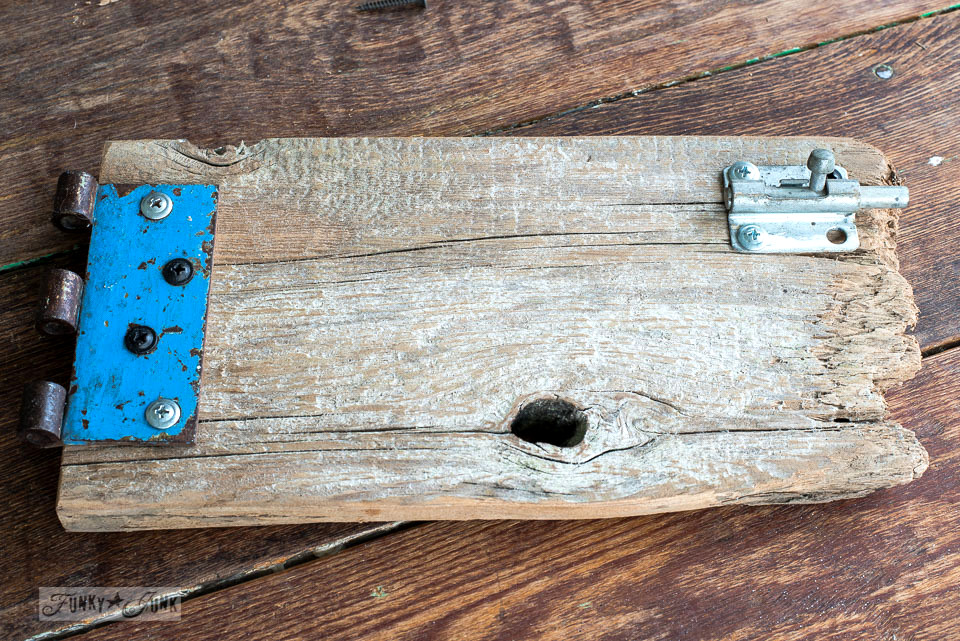 Reclaimed wood gate coasters and with a blue, rusty hinge / funkyjunkinteriors.net