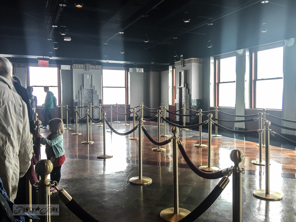 Roped lineups inside the Empire State Building in New York City / funkyjunkinteriors.net