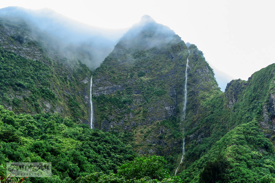 The must visit lush, tropical Iao Valley in Maui, Hawaii. | funkyjunkinteriors.net