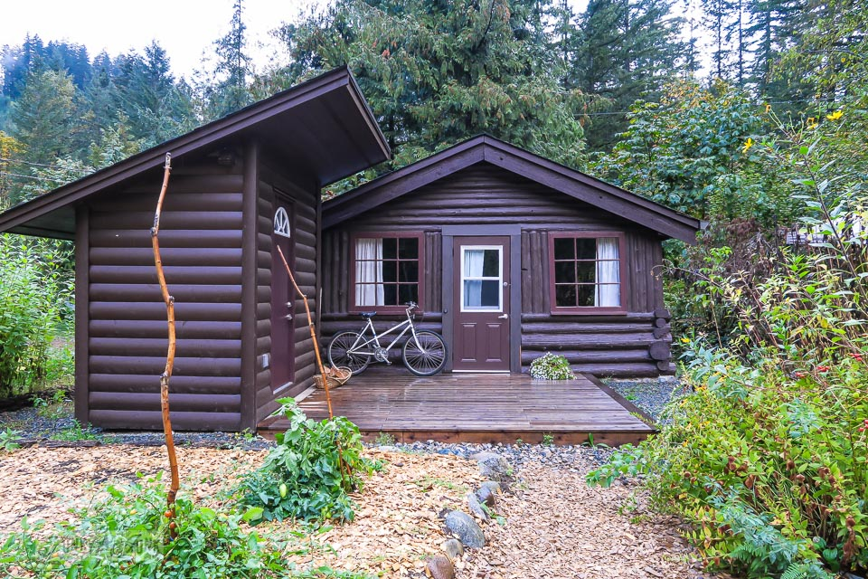 The big cozy cabin at the Eco Retreat in Hope, British Columbia, Canada | funkyjunkinteriors.net