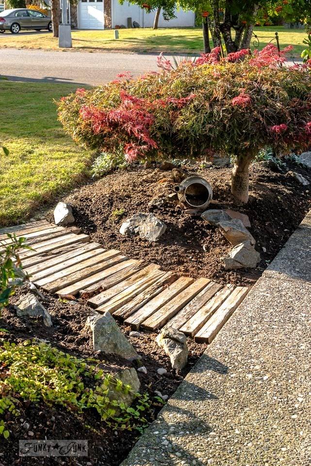 Pallet wood walkway in a garden | funkyjunkinteriors.net