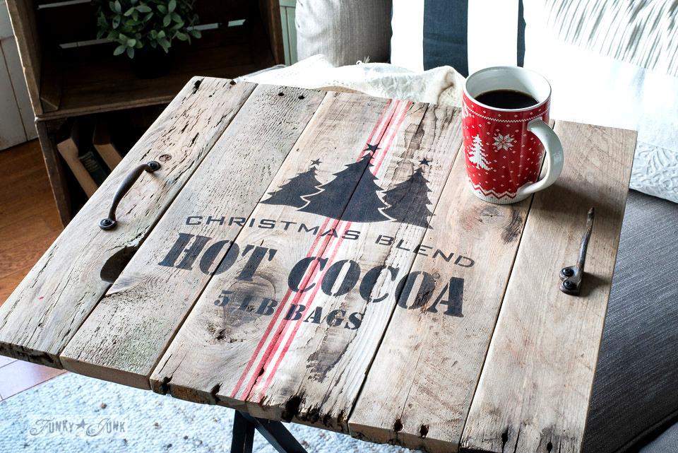Learn how to make a pallet wood Christmas Blend Hot Cocoa tray for Christmas! Click to full tutorial.