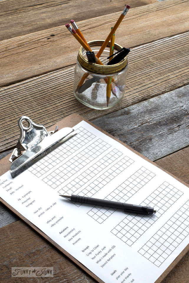 Create a clipboard checklist for staying on task while working online as a blogger | funkyjunkinteriors.net