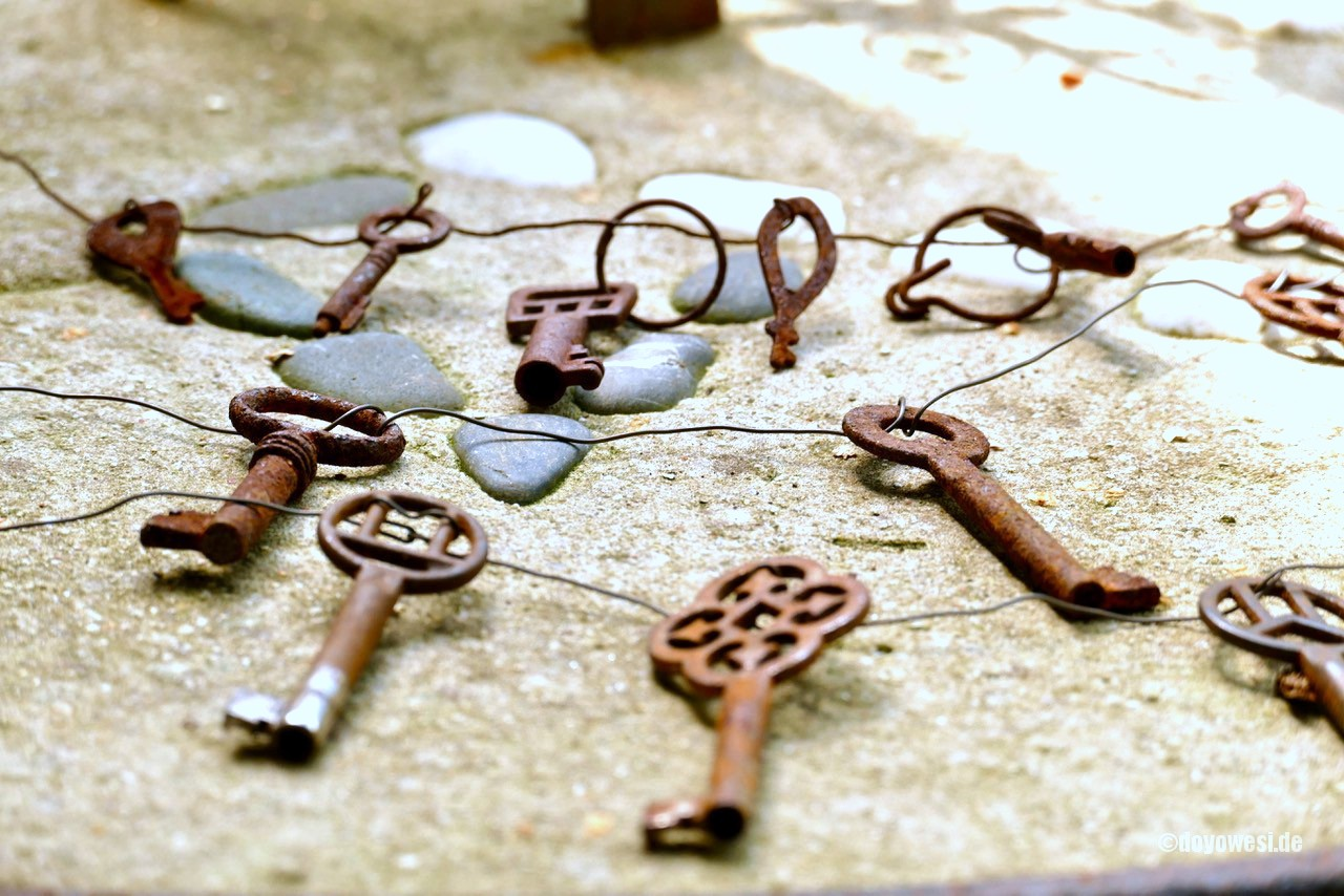 Vintage skeleton key garland by Karin Urban - Natural Style, featured on Funky Junk Interiors
