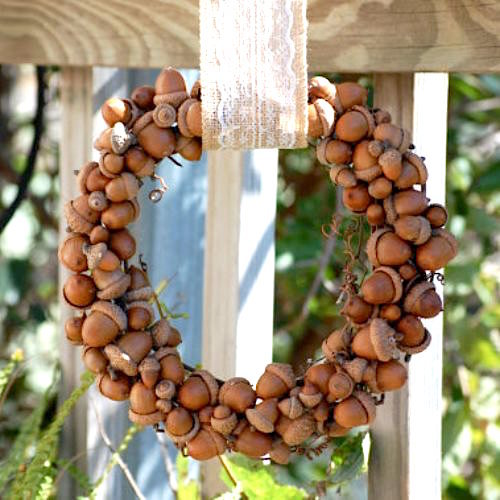 Rustic fall acorn wreath by How To Make A Burlap Wreath, featured on Funky Junk Interiors